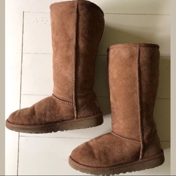 d5a6e0873d0 UGG Girls Classic Tall Boot Chestnut Youth size 2